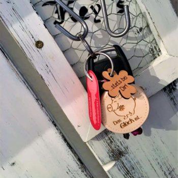 Holz Schlüsselanhänger Glücksschwein