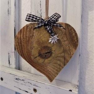 Altholz Herz mit Edelweiß - schwarz