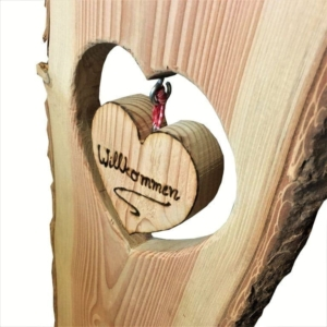 Holzstele Willkommen mit Herz