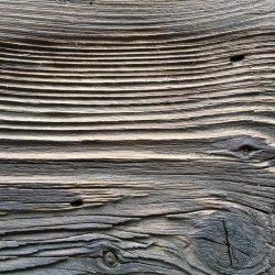 Altholzbrett nach der Bearbeitung mit einer Bürste | Allgaier-Allerlei